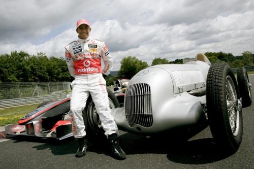 Lewis-Hamilton-Silberpfeil-W25-N-rburgring-Deutschland-2009